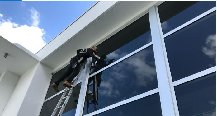 Commercial window cleaning Miami